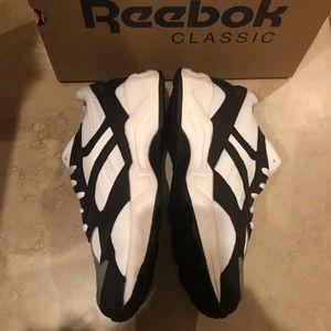 Reebok Aztrek 96 white sneakers